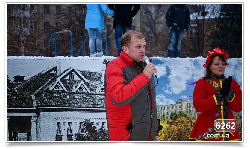 В Славянске на центральной площади устроили концерт для военных (фото) - фото 8