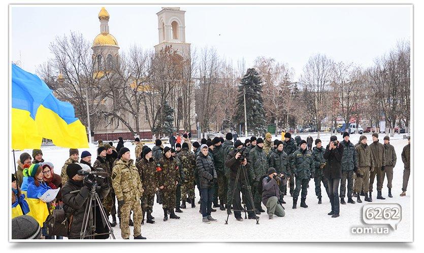 В Славянске на центральной площади устроили концерт для военных (фото) - фото 5