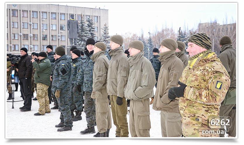 В Славянске на центральной площади устроили концерт для военных (фото) - фото 3