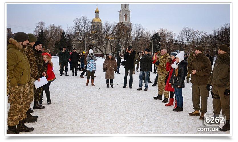 В Славянске на центральной площади устроили концерт для военных (фото) - фото 7