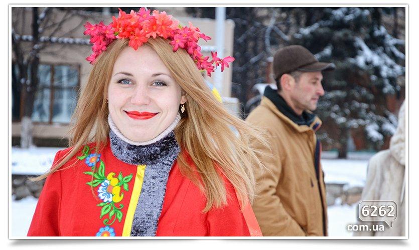 В Славянске на центральной площади устроили концерт для военных (фото) - фото 1