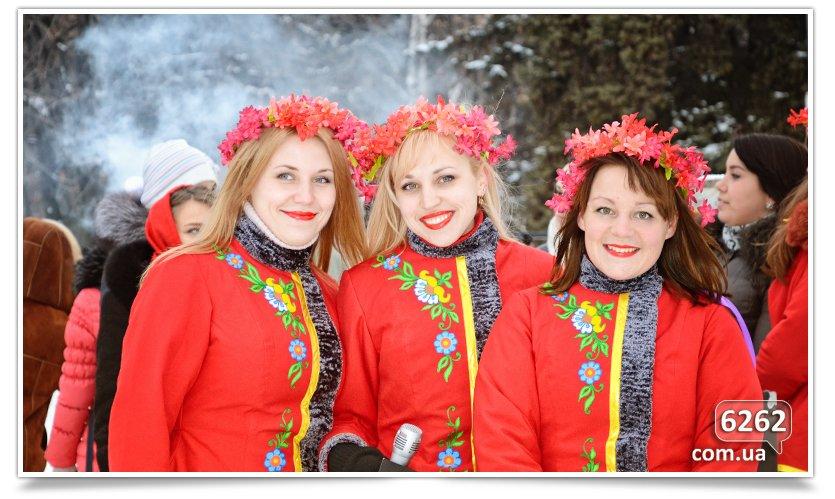 В Славянске на центральной площади устроили концерт для военных (фото) - фото 2