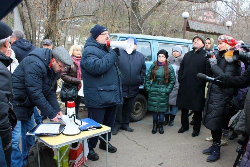 В Одессе борцы за Ланжерон в качестве протеста сожгли автомобиль. Пока картонный (ФОТО) (фото) - фото 1