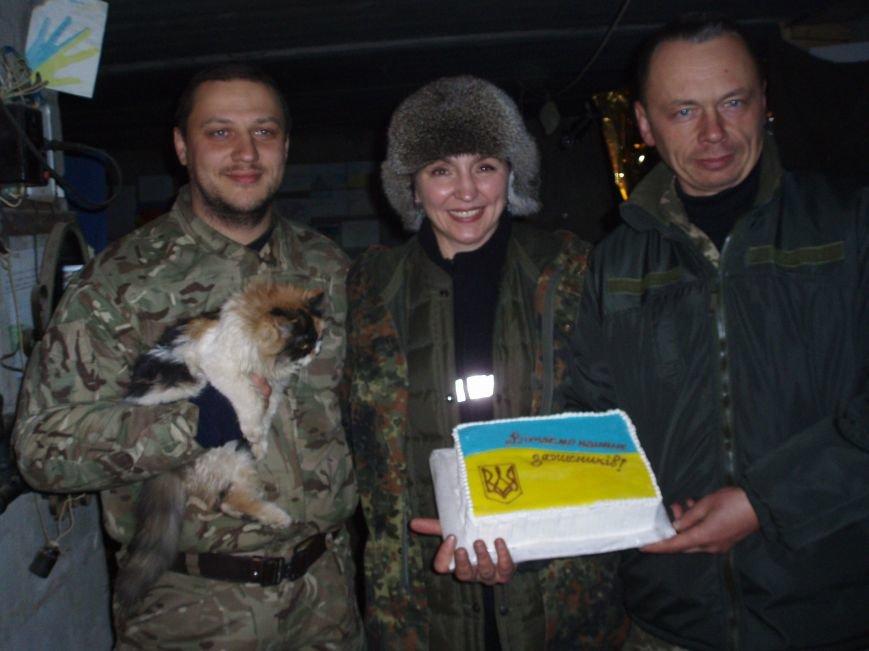 Мариупольские волонтеры поздравили украинских солдат на передовой (ФОТО) (фото) - фото 5