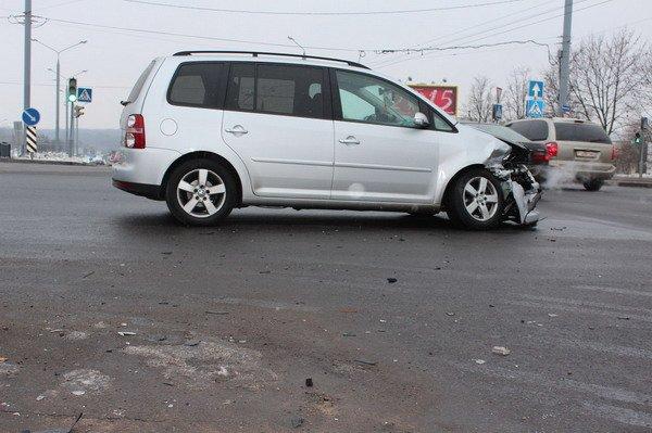 В центре Гродно «Фольксваген» не пропустил «Ладу»: в аварии пострадал пассажир (Фото), фото-1