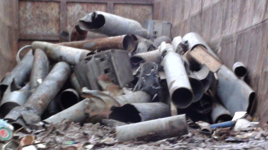 Харьковские налоговики обнаружили на пункте приема металлолома обломки «Градов» и «Ураганов» (ФОТО) (фото) - фото 1