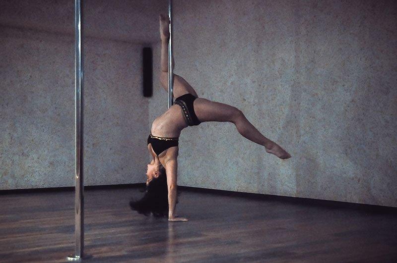 В Белгороде прошёл ежегодный отчётник школы шестовой акробатики, фото-1