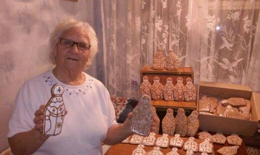 Тернопільська пенсіонерка спекла дві сотні миколайчиків бійцям АТО (фото) (фото) - фото 1