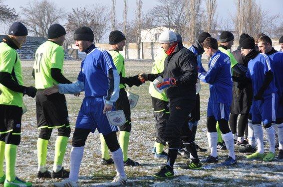 Николаевские правоохранители с военнослужащими собрали на футбольном матче деньги для бойца, спасшего товарищей в зоне АТО (ФОТО) (фото) - фото 5