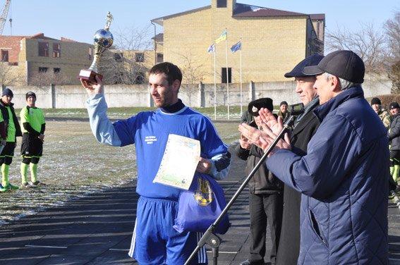 Николаевские правоохранители с военнослужащими собрали на футбольном матче деньги для бойца, спасшего товарищей в зоне АТО (ФОТО) (фото) - фото 8