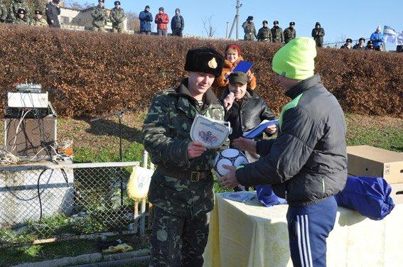 Николаевские правоохранители с военнослужащими собрали на футбольном матче деньги для бойца, спасшего товарищей в зоне АТО (ФОТО) (фото) - фото 10