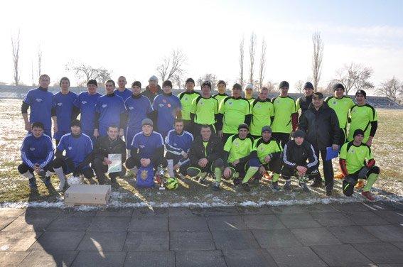 Николаевские правоохранители с военнослужащими собрали на футбольном матче деньги для бойца, спасшего товарищей в зоне АТО (ФОТО) (фото) - фото 9