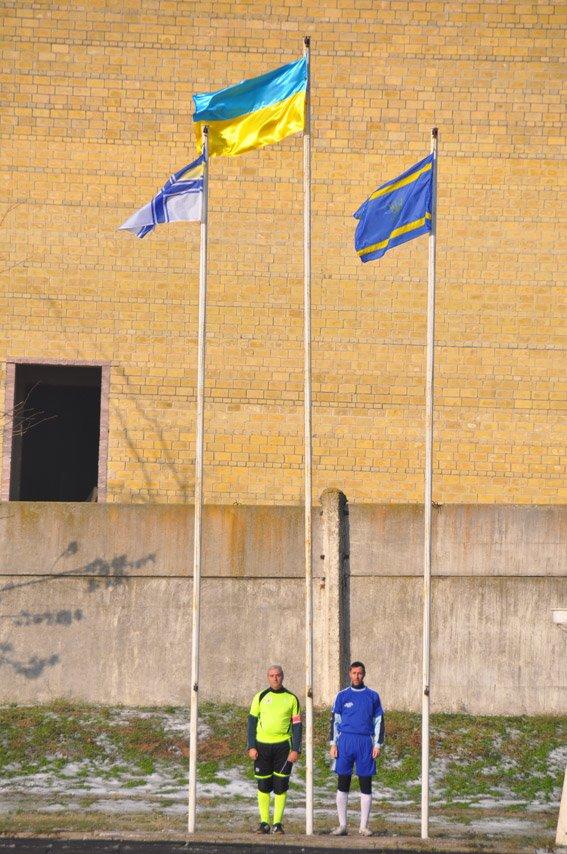 Николаевские правоохранители с военнослужащими собрали на футбольном матче деньги для бойца, спасшего товарищей в зоне АТО (ФОТО) (фото) - фото 4