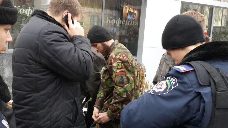 Возле Нагорного рынка милиция задержала двух человек с отстреленным гранатаметом (фото) - фото 1