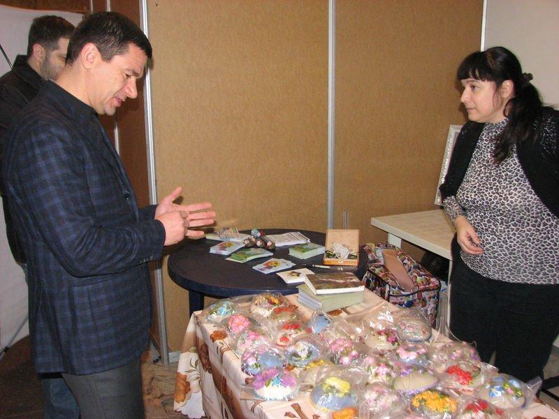 В Запорожье на благотворительной ярмарке собрали средства для АТО (ФОТО) (фото) - фото 1