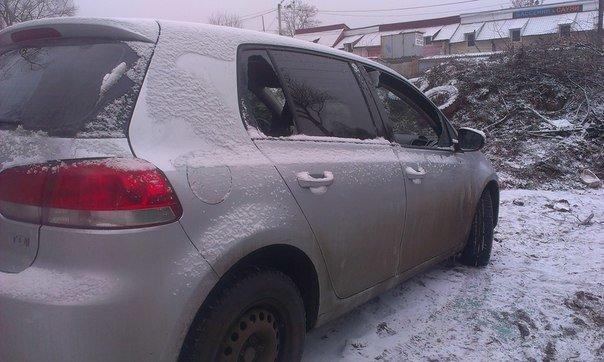У Чернівцях серед білого дня намагалися пограбувати автомобіль (фото) - фото 1
