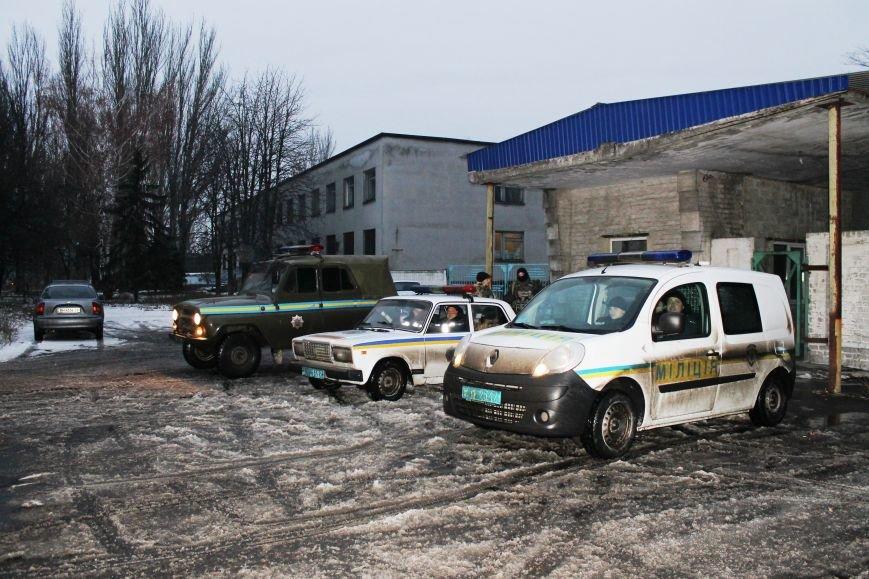 Военные совместно с милиционерами патрулируют Красноармейск (фото) - фото 6