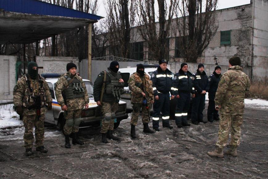 Военные совместно с милиционерами патрулируют Красноармейск (фото) - фото 1