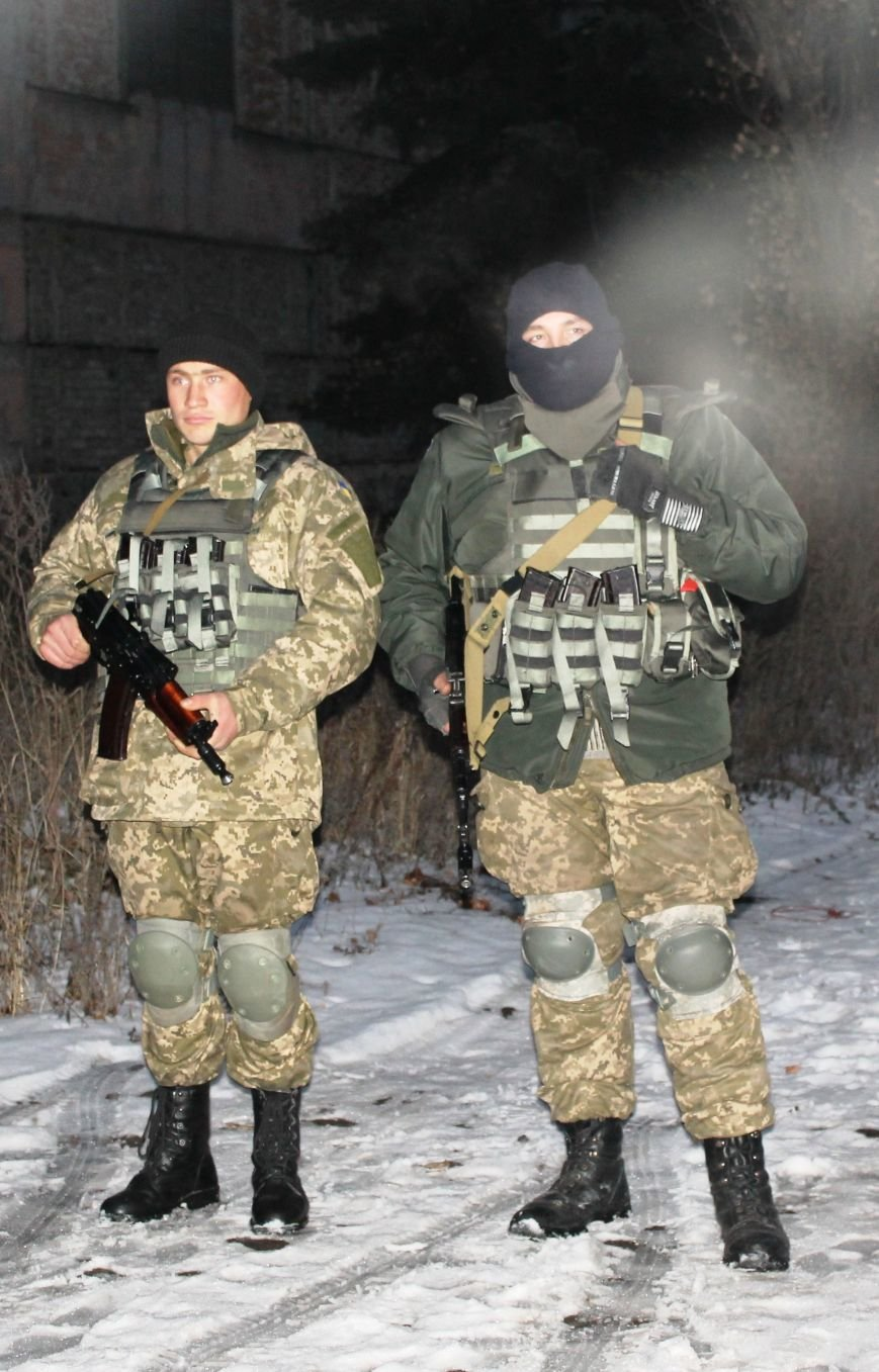 Военные совместно с милиционерами патрулируют Красноармейск (фото) - фото 4