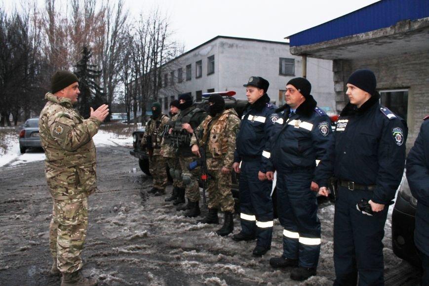 Военные совместно с милиционерами патрулируют Красноармейск (фото) - фото 3