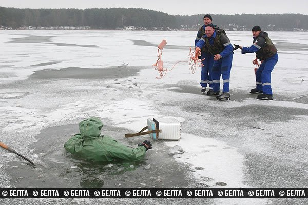 На Юбилейном озере гродненские спасатели перешли на коньки (Фото) (фото) - фото 3