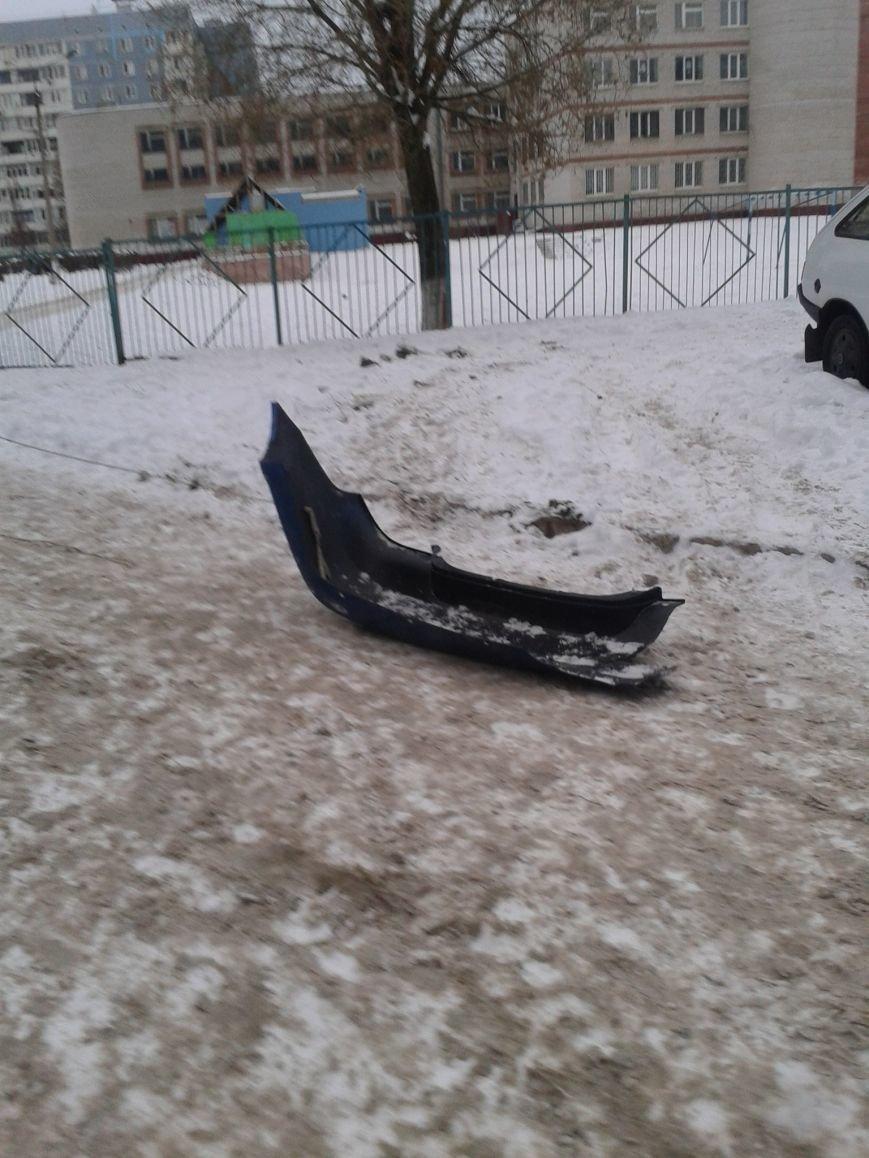 ФОТОФАКТ: В Запорожье вместо саней дети «оседлали» бампер (фото) - фото 1