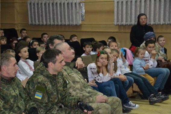 ФОТОРЕПОРТАЖ: повернувшись з АТО, львівські міліціонери зустрілись із школярами (фото) - фото 1