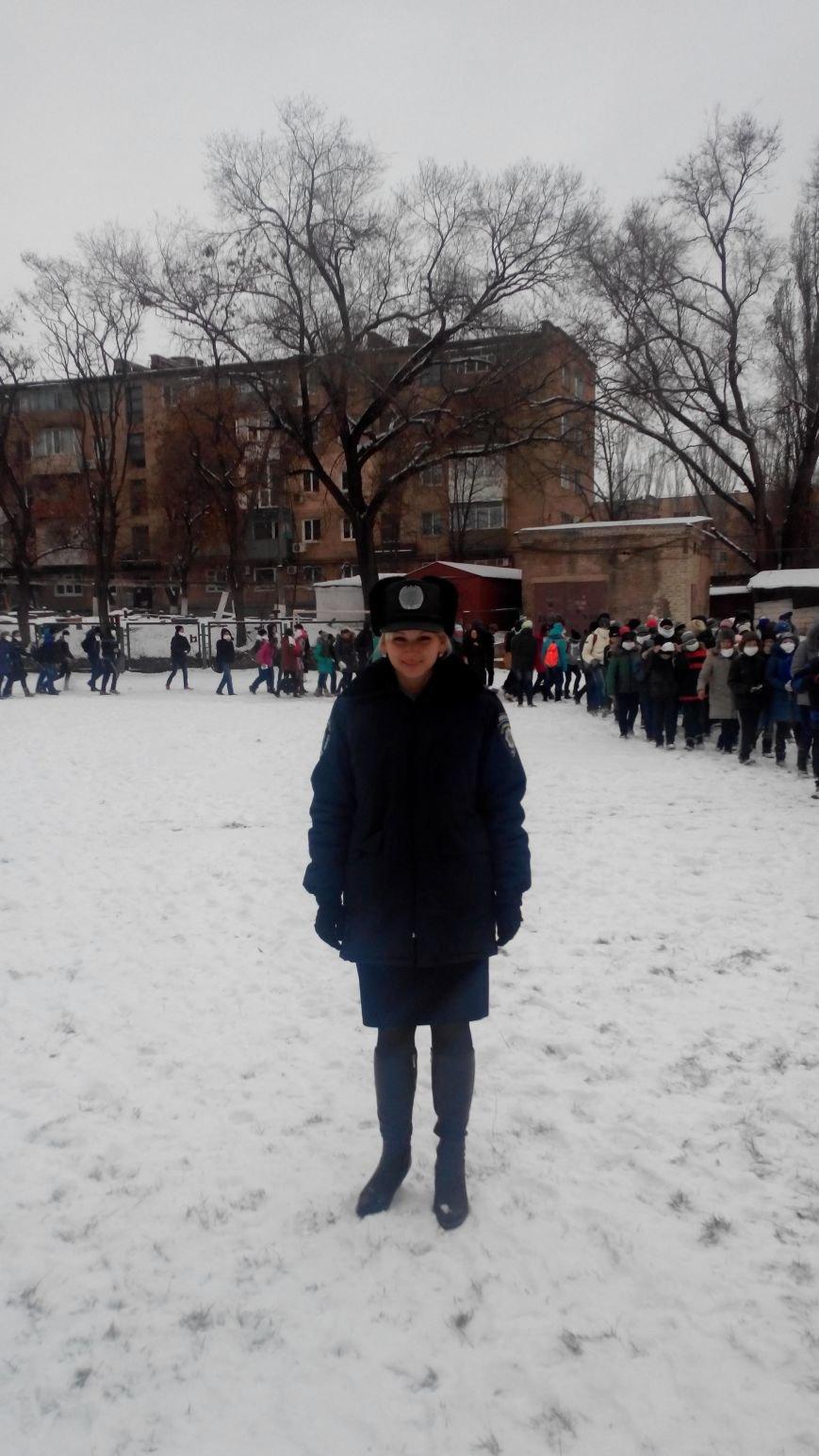 Криворожские милиционеры рассказали детям о борьбе с терроризмом (фото) - фото 1