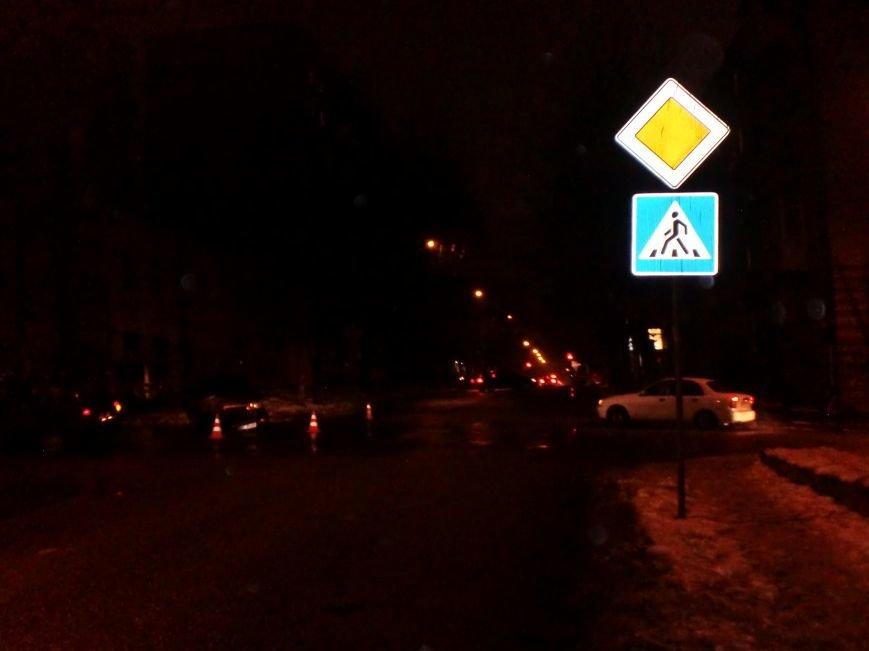 На улице Комсомольской в Днепропетровске «ВАЗ» столкнулся с «Фольксвагеном» (ФОТО) (фото) - фото 1