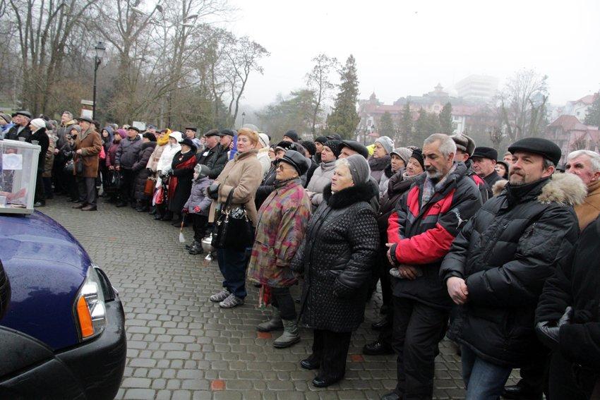 Львів'яни разом із росіянами зібрали гроші на всюдиходи до АТО (ФОТОРЕПОРТАЖ) (фото) - фото 1
