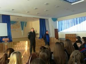 Криворожские школьники пообщались с криминалистами, наркологами и врачами из кожвендиспансера (фото) - фото 2