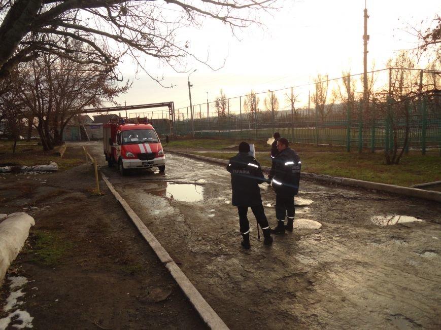 На улицах Мариуполя появились пожарники с «фомками» и картами (ФОТОФАКТ) (фото) - фото 1