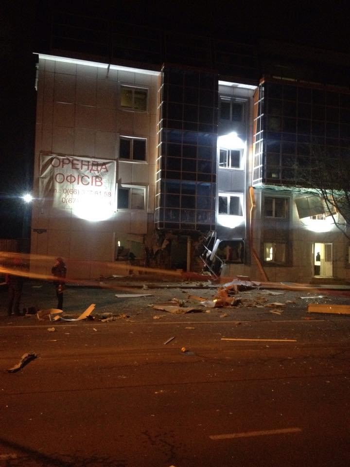 В Одессе путинские террористы взорвали волонтерский пункт помощи армии (ФОТО, ВИДЕО), фото-1