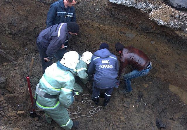 НА Николаевщине во время ремонта канализационного коллектора двое мужчин провалились под землю (ФОТО, ВИДЕО) (фото) - фото 3