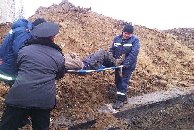 НА Николаевщине во время ремонта канализационного коллектора двое мужчин провалились под землю (ФОТО, ВИДЕО) (фото) - фото 2