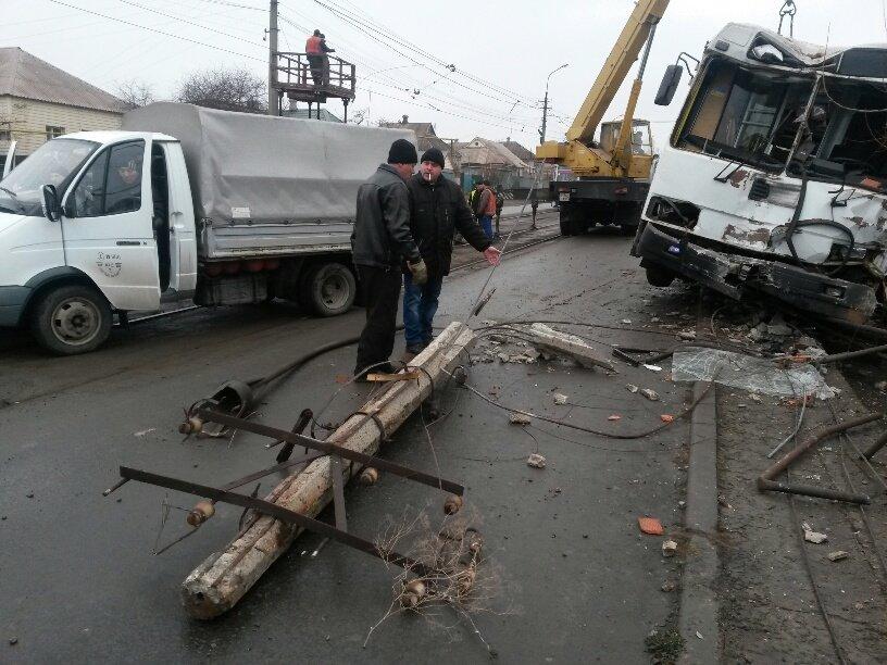 В Мариуполе ильичевский автобус врезался в забор (ФОТО+ДОПОЛНЕНО), фото-7