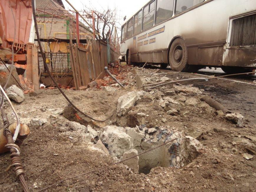 В Мариуполе ильичевский автобус врезался в забор (ФОТО+ДОПОЛНЕНО) (фото) - фото 1