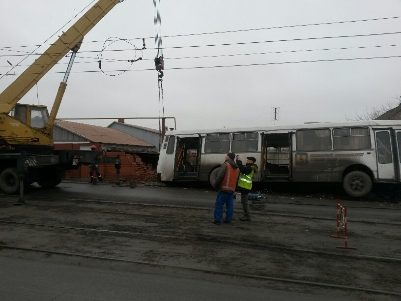 В Мариуполе ильичевский автобус врезался в забор (ФОТО+ДОПОЛНЕНО), фото-10