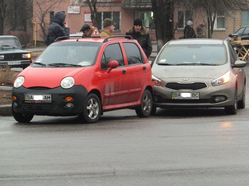 В Кировограде «поцеловались» две иномарки (фото) (фото) - фото 1