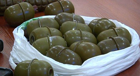 На Днепропетровщине военнослужащий пытался продать гранаты и патроны (фото) - фото 2