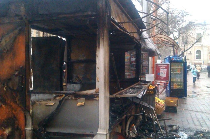 В Одессе неизвестные сожгли ларек по продаже выпечки (ФОТО) (фото) - фото 1