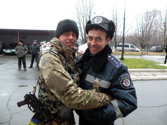 Николаевские ГАИшники вернулись из зону АТО с другом, которому спасли жизнь (ФОТО) (фото) - фото 3