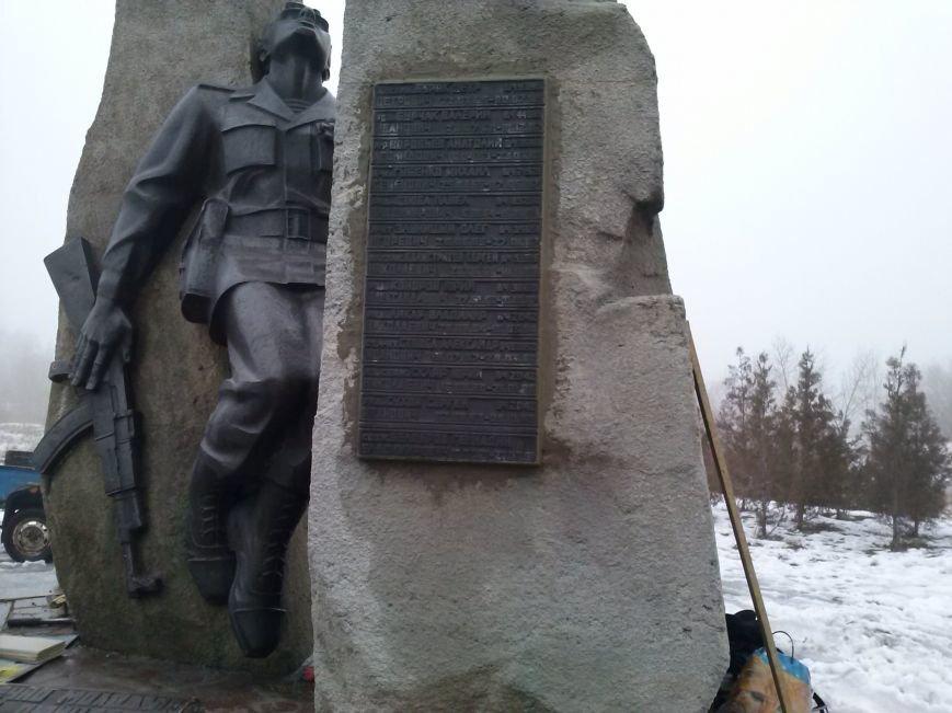 Украденные мемориальные таблички возвращены памятнику воинам-афганцам в Днепродзержинске (фото) - фото 3