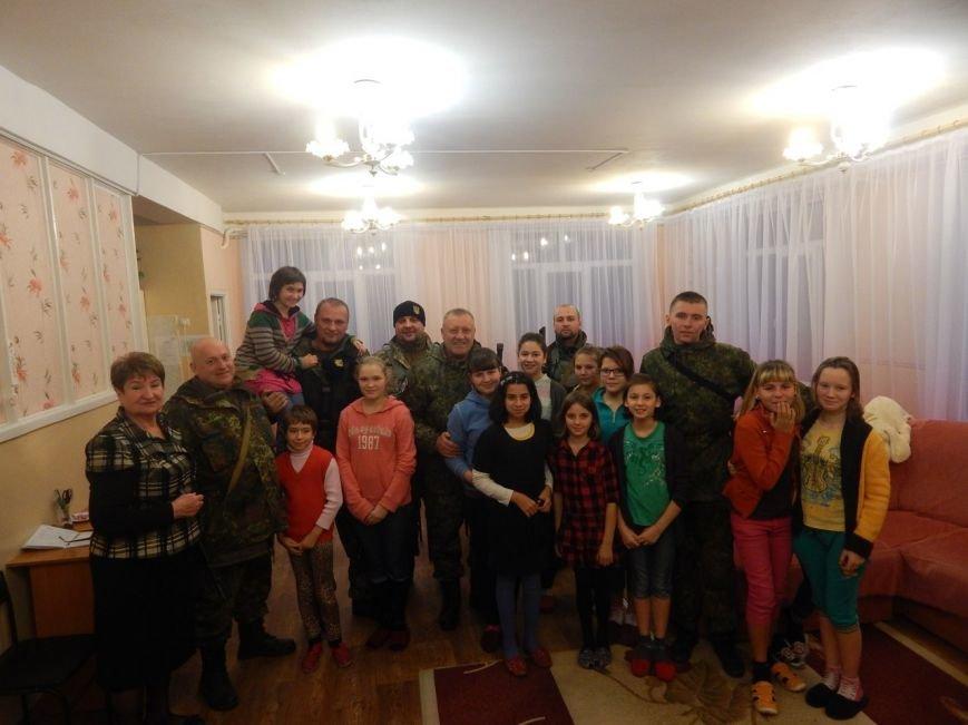 Бойцы «Азова» взяли шефство над сиротами из детского дома «Центр опеки» (ФОТО) (фото) - фото 1
