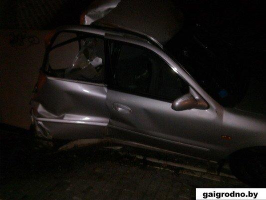 Фотофакт: на Румлево автомобиль врезался в опору моста (Видео, обновлено), фото-4