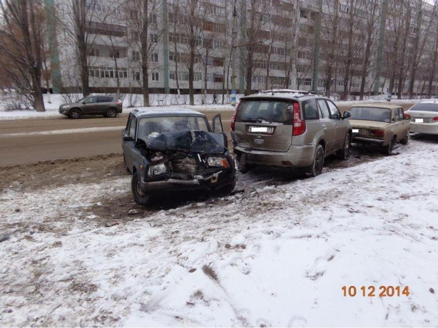 Малоопытный водитель разбил в Ульяновске чужой внедорожник (фото) - фото 1