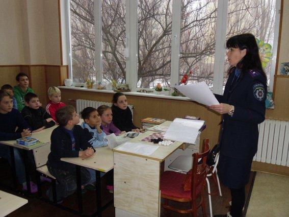 Милиционеры рассказали детям в Криворожском туберкулезном санатории о здоровом образе жизни (ФОТО) (фото) - фото 1