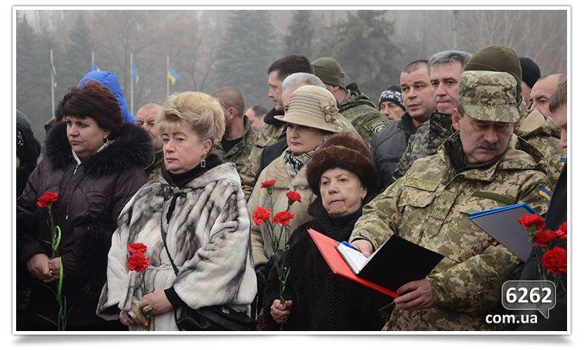 В Славянске сегодня простились с бойцом, погибшим при защите Донецкого аэропорта (фото) - фото 4