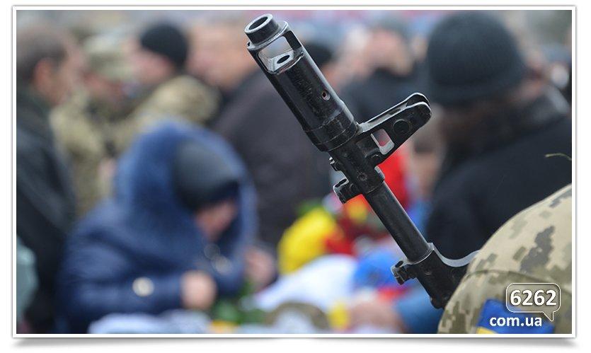 В Славянске сегодня простились с бойцом, погибшим при защите Донецкого аэропорта (фото) - фото 6