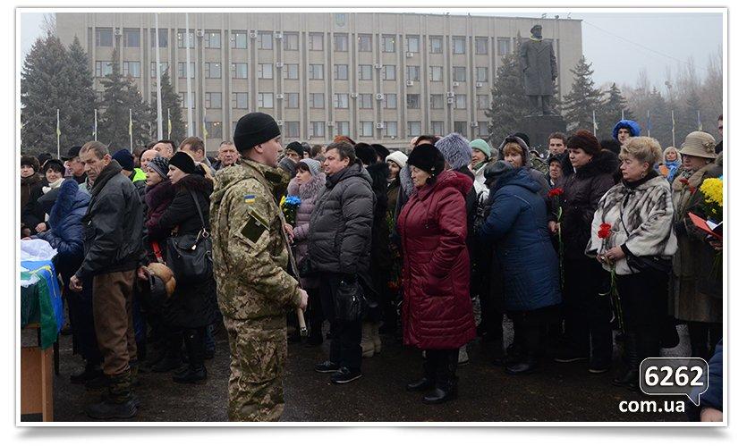 В Славянске сегодня простились с бойцом, погибшим при защите Донецкого аэропорта (фото) - фото 3